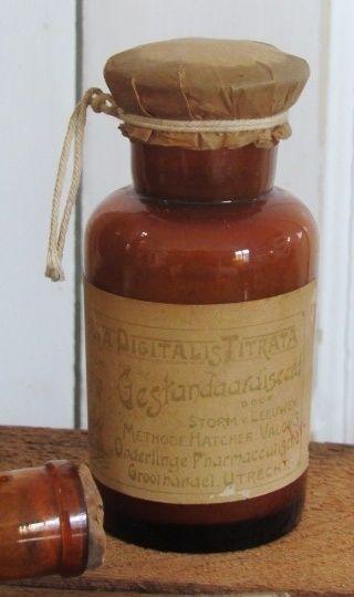 Zeldzaam antiek Apothekersflesje DIGITALIS TITRATA. Storm v. Leeuwen. ca.1920