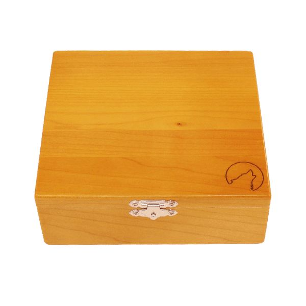 Wolf Productions Deluxe Rolling Box - T3. Made from quality Red Birch with plenty of compartments for all your rolling needs. Dimensions - 185 x 170 x 60mm. For more information, please click the link or visit dotcombong.com.