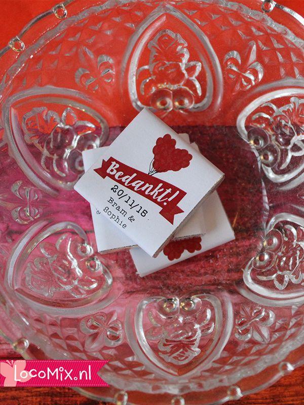 Mini Chocolade tabletjes als huwelijksbedankjes met een leuke gepersonaliseerde wikkel. Voor de wikkels hebben jullie keuze uit een ruim assortiment met originele designs! Leuk trouwbedankjes om uit te delen bij de koffie.