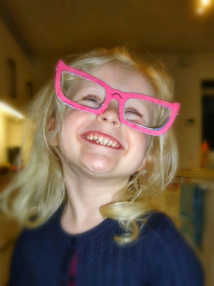 DIY roze bril maken in papier