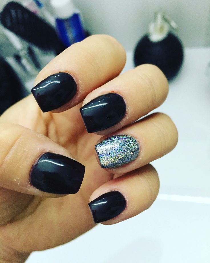 Black nail with silver glitter