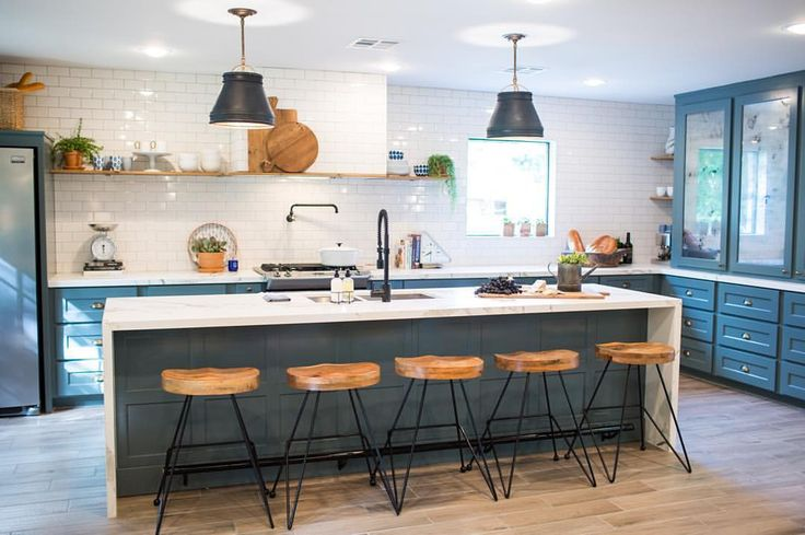 Up on the Blog today: @joannagaines shares details from the Jones house, and how fun the challenge of combining two different styles into their home was! Read at the link in our profile!  #fixerupper #joannagaines