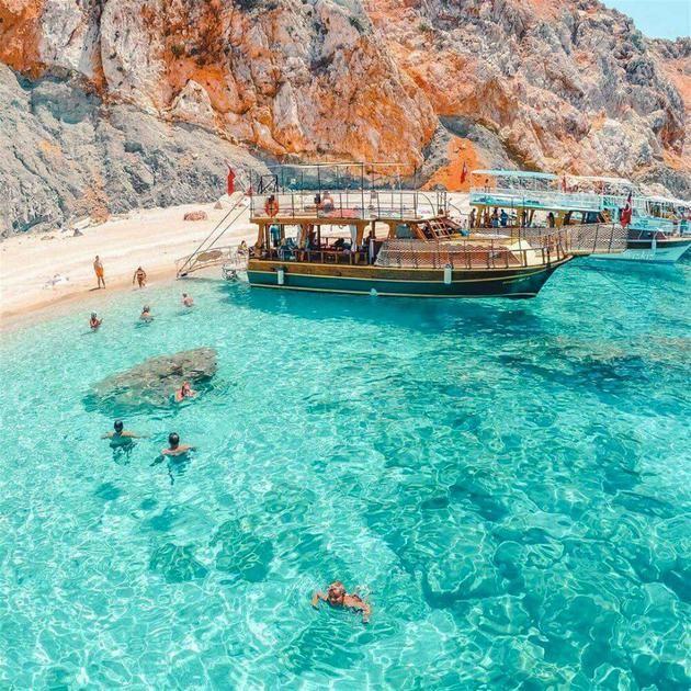 Beyaz kum ve cam mavisi deniz... Burası Antalya'nın Maldivleri
