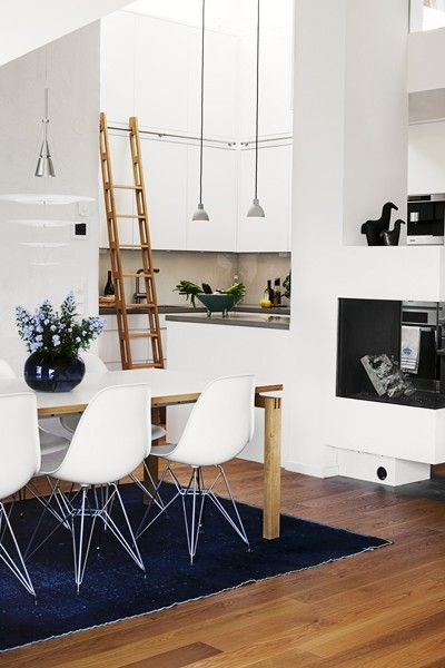 Library ladder in the Kitchen! Photo by Madeleine Söder for Sköna Hem Eames dsr chairs