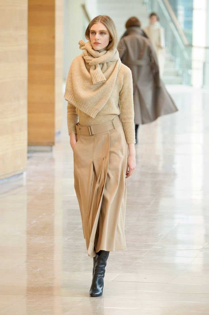 14. Shetland in pure new wool / Shetland as a scarf in pure new wool / Wrapover skirt in cotton-viscose and wool gabardine / Boots in calf leather