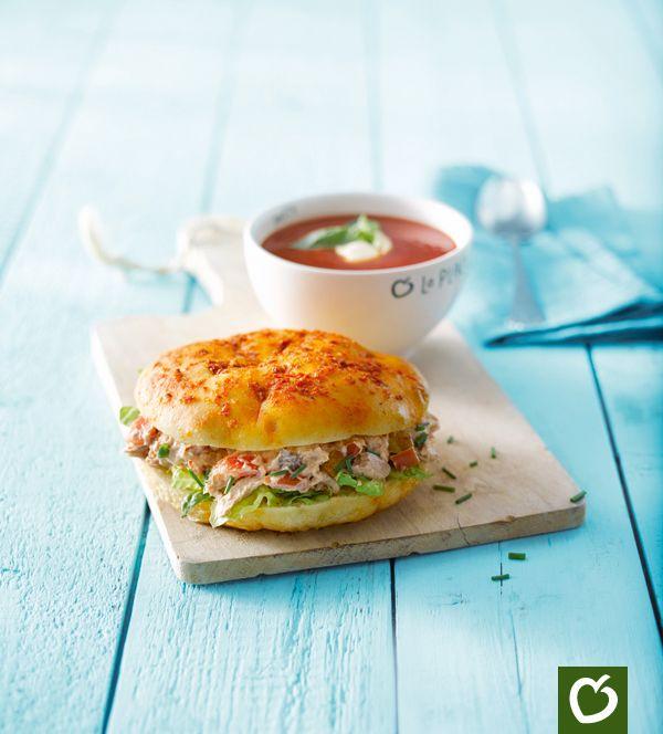 Heerlijk duo: #Focaccia #tonijnsalade met een tomaat #basilicumsoep. Krijg jij er al trek in?