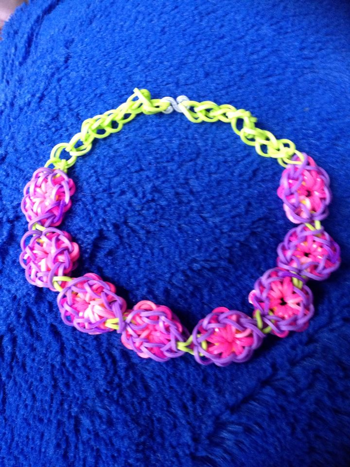 Flower loom band necklace