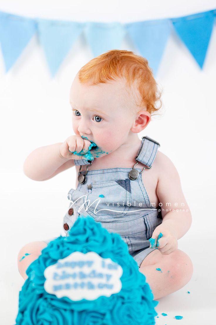 Boy cake smash blue and white