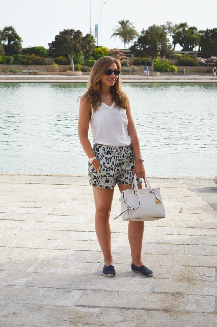 Outfit minimal: con pantaloncini leopardati! | The fashion peony blog