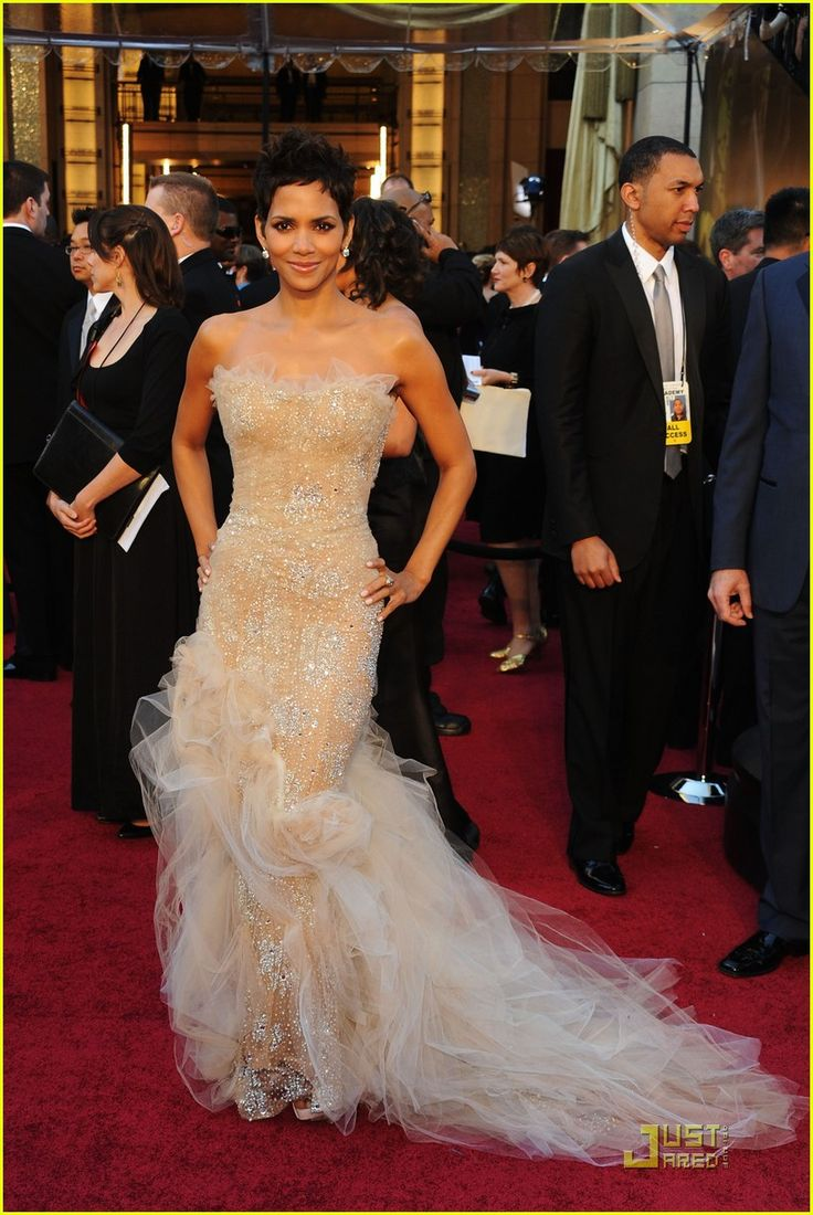 Halle Berry #oscars2011: Fashion, Redcarpet, Wedding, Oscars, Dresses, Red Carpet, Halle Berry, Berries