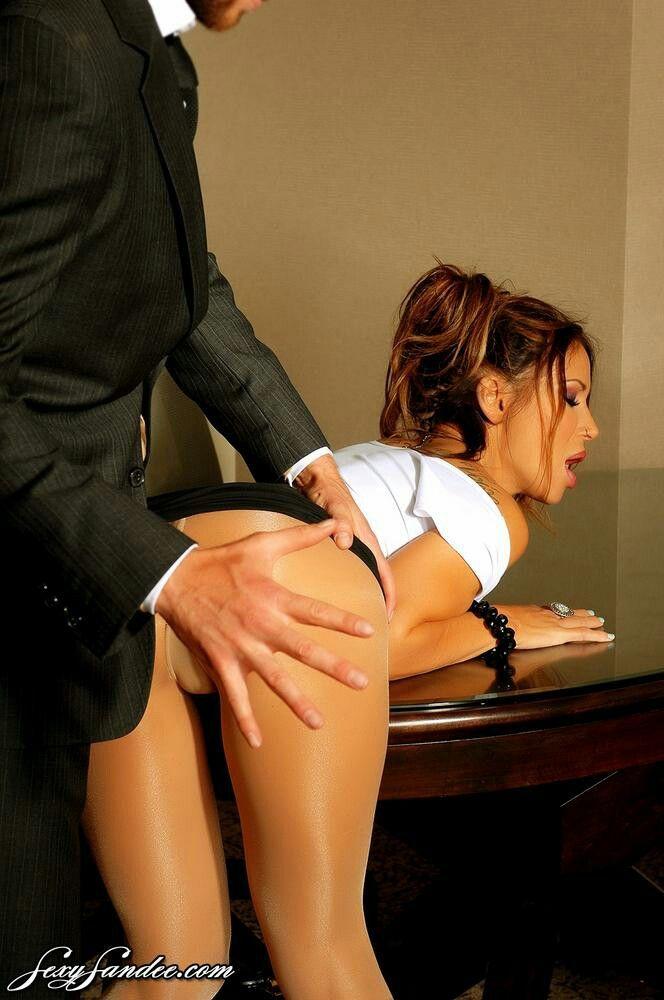 босс наказал секретаршу азиаток телеэкранов крутые