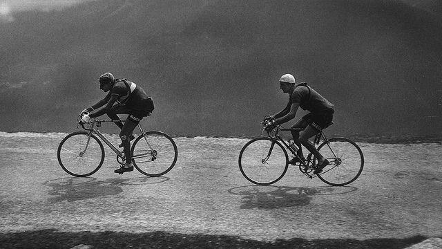 Bartali on the heels of Coppi. Tour de France 1949