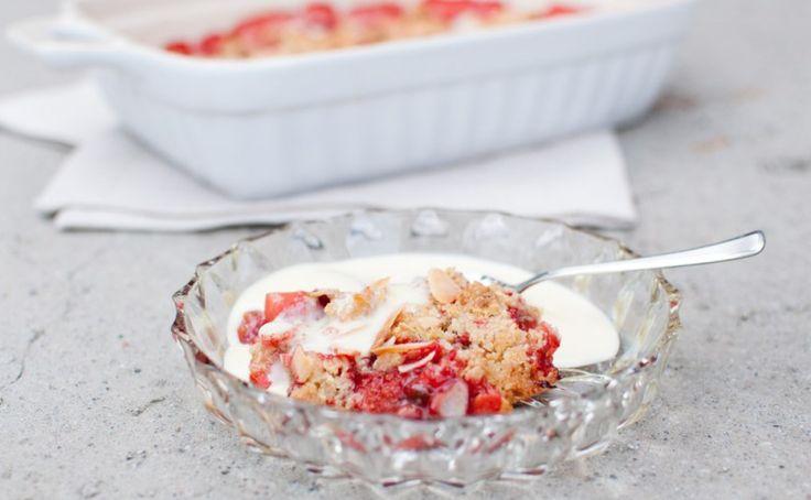 jordbærpai med vaniljesaus
