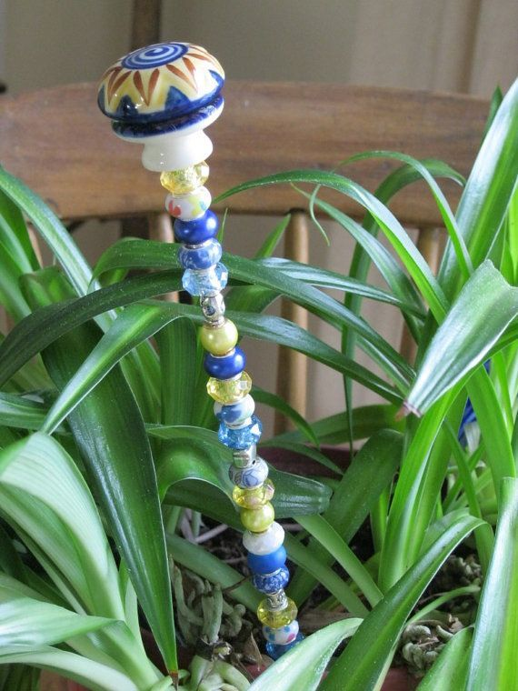 Beaded Garden Plant Stake In Shades Of Blue And Yellow Garten Deko Gartenpflanzen Pflanzen