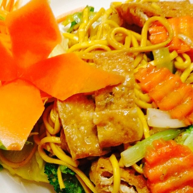 Stir fried egg noodles with vegetables and your choice of meat, tofu or seafood.