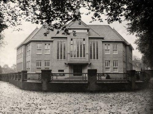 De Rooms-Katholieke Universiteit van Nijmegen, exterieur. Jaartal onbekend.