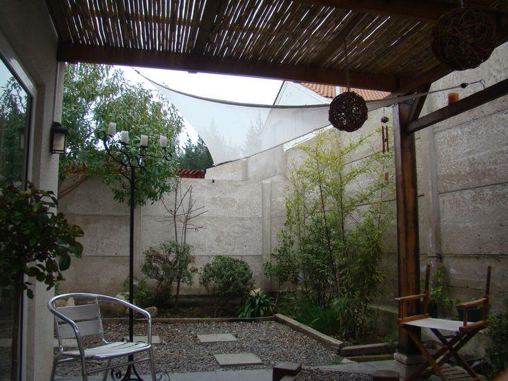 Terraza a media luz con techo de coligues ideas patio - Luces de terraza ...
