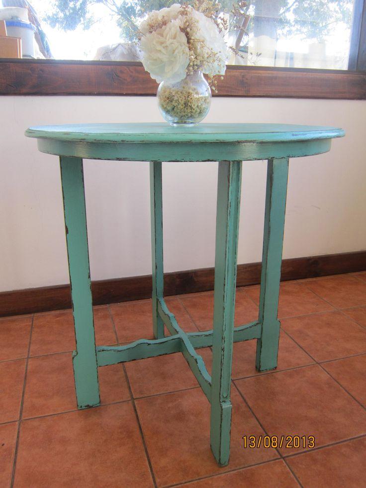 Mesa de pino, decapada en color café y calipso envejecido en su terminación