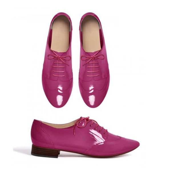 On met de la couleur à ses pieds avec ces derbies vernies pour un mariage rose pivoine !  Color your feet with the patent leather derbies for a peony pink wedding !