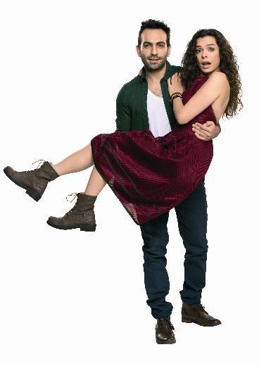 Özge Özpirinçci ve Buğra Gülsoy bilinmeyenlerini anlattı Buğra Gülsoy ise romantik bir sevgiliyi oynuyor. İki yıldız Hafta Sonu dergisine röportaj vermiş.