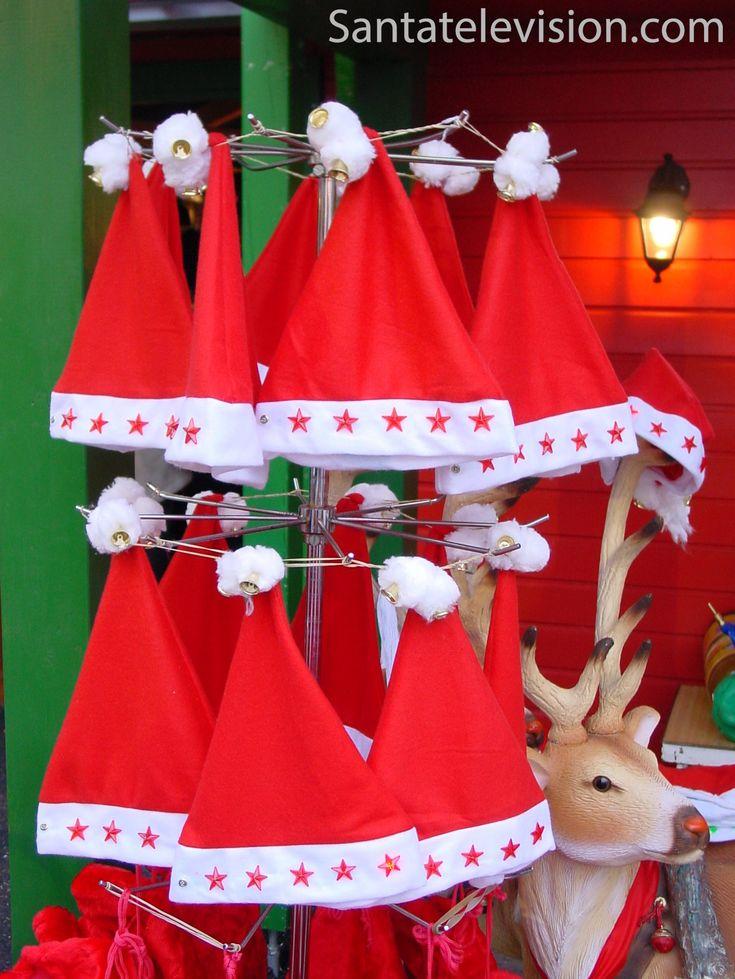 Cappelli rossi da elfo al mercatino di Natale di Metz in Francia
