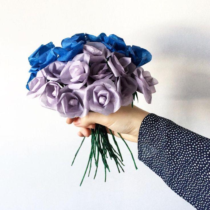 """61 aprecieri, 6 comentarii - Ana •CREATIVE POSTS• (@solnitacuvise) pe Instagram: """"Mâine 27 de trandafiri din hârtie pleacă spre județul Iași. 😍 #handmade #solnitacuvise #DACOart"""""""