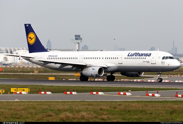 Airbus A321-231, Lufthansa, D-AIDN, cn 4976, 205 passengers, first flight 17.12.2011, Lufthansa delivered 27.12.2011. Active, for example 14.6.2016 flight Barcelona - Frankfurt. Foto: Frankfurt, Germany, 22.4.2016.