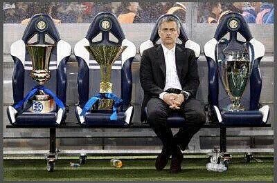 """Conversación entre Ibra y Mourinho en julio de 2009 cuando Ibra firmó con el Barcelona y dejó el Inter: -Zlatan: Gracias. Me has enseñado mucho. Mourinho: Vas al Barça para ganar la Champions eh ? -Zlatan: Sí tal vez Mourinho : Somos nosotros los que vamos a llevar la copa a casa no lo olvides. Va ser nuestra""""."""