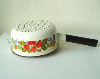 Esmalte Vintage de colador, decoración de la fresa, cocinar platos, utensilios de cocina del país, esmalte blanco, Kitchenalia Soviética