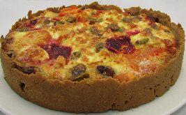 Een heerlijk voedselzandloper recept voor hartige taart met pastinaak, gele biet, feta en pistachenootjes. Zonder bladerdeeg. Gele biet: iets milder dan rode biet.