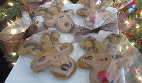 How to decorate gingerbread reindeer cookies for Christmas Holidays
