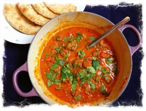 Een pan heerlijk geurende Indiaase gehaktballetjes in tomatensaus in nog geen half uur op tafel!