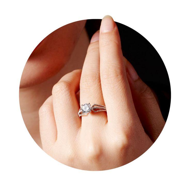 ВЫБОР МАСТЕРА Знаете, как мужчина выбирает ту единственную среди множества красавиц? Он ищет ту, чьи глаза при встрече с его взглядом сверкают ярче всего. Точно также ювелир выбирает бриллиант, который украсит новое помолвочное кольцо.  💎Купить изделия можно в нашем интернет-магазине или же оформить заказ по телефону🌺: (063)2331624, (066)2331624 #zbird #zbirdukraine #zbird_rings #помолвка #хочукольцо #онасказалада #свадьба #свадебныекольца #одесса #madeinukraine #ukrbrand #всісвої…
