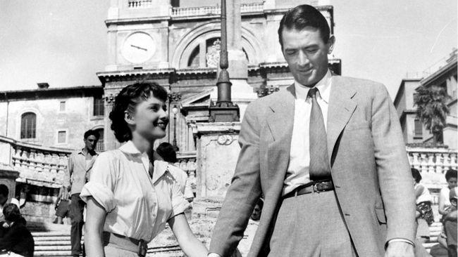 (Roma) La princesa que quería vivir (Roman Holiday)es un clásico de la edad de oro de Hollywood, filmado en 1953, con los protagónicos de Audrey Hepburn como Ana, princesa europea en la ficción y ganadora del Oscar por este papel en la realidad, y Gregory Peck, en los pantalones de Joe Bradley, periodista de un …