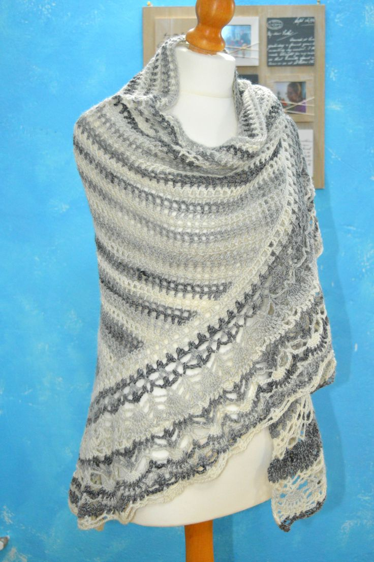 This shawl is like a warm hug on Valentine's Day, isn't it?