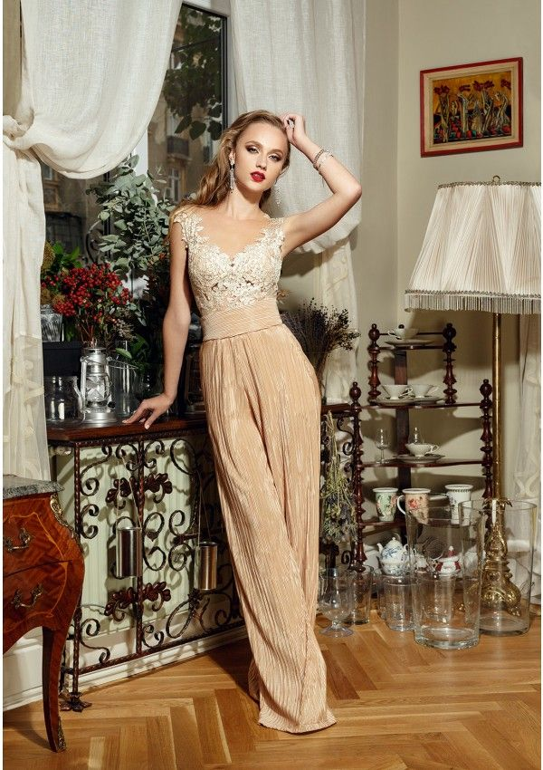 Modern outfit for the wedding night or civil ceremony High-waisted pants, loose, in a shade of beige gold Pants back zipper closure The outfit is completed by a lace body