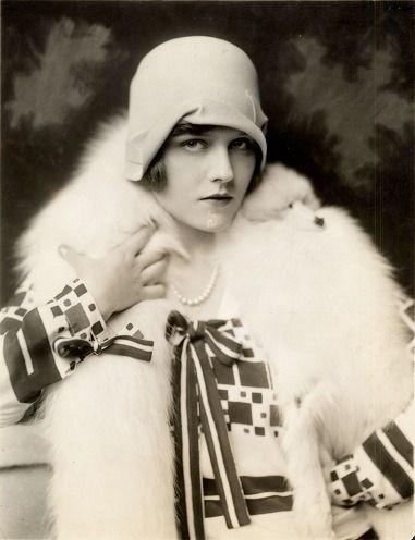 1925 portrait of Ziegfeld beauty Naomi Johnson by Alfred Cheney Johnston.