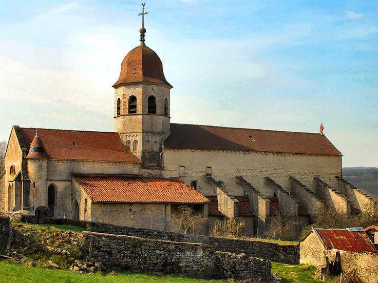L'abbaye de Gigny (en Franche-Comté, département actuel du Jura), fondée en 880, par Bernon est une des plus anciennes abbayes bénédictines, à l'origine de l'ordre de Cluny.
