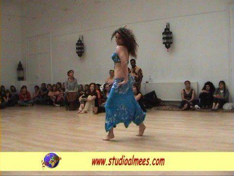 STUDIO LES ALMEES – Demonstration de danse Orientale  Video  Description Improvisation d'Aïda lors des portes ouvertes du 14 septembre 2008.  - #Vidéos https://virtualfitness.be/videos/dance-tips-video-studio-les-almees-demonstration-de-danse-orientale/