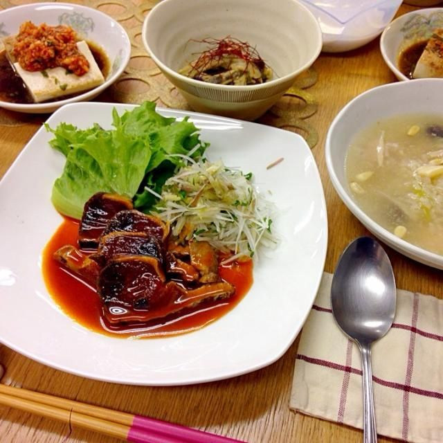料理教室でした 最近、こちらのアップしてへんたし 実はカツオのたたき食えません✋ 教室では泣ながら頂きました - 124件のもぐもぐ - カツオのたたき、茄子のナムル、韓国風冷奴、参鶏湯風スープ by torakichi6