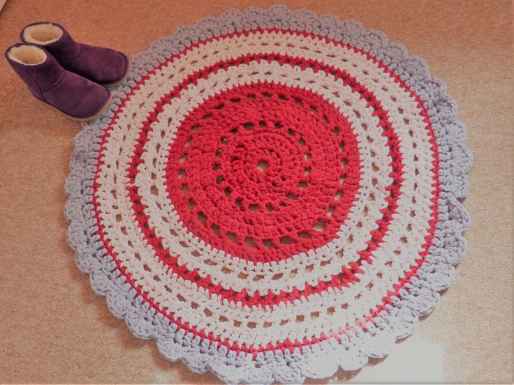 Galah. Inspired by the pink and grey galahs. T-Shirt yarn. Similar to the blue mat, but a bit bigger.