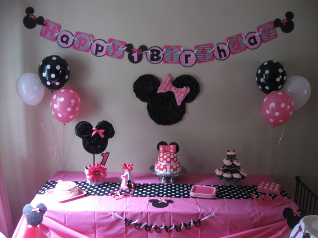The cake table! The large Minnie Mouse head on the wall ...