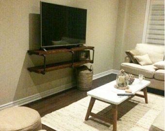 Tuyauteries industrielles et bois TV stand par PipeAndWoodDesigns