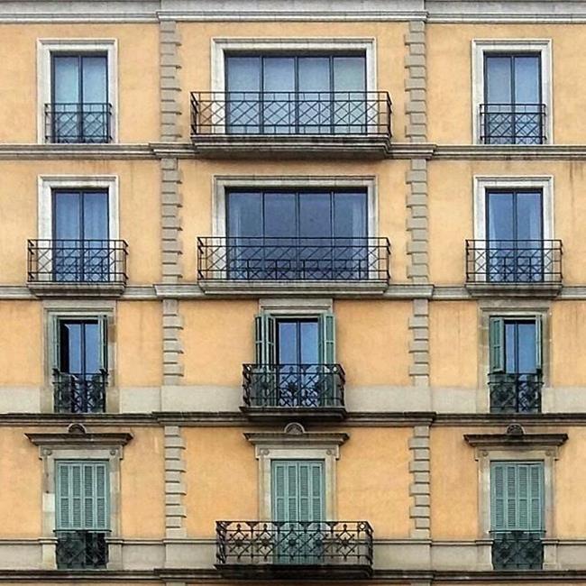 Binaların Kapı ve Pencereleriyle Simetrik Fotoğraflar Çeken Sanatçıdan 30+ Çalışma Sanatlı Bi Blog 31