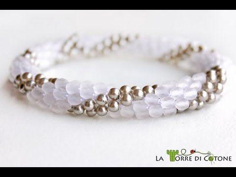 Come creare un bracciale con perline all'uncinetto