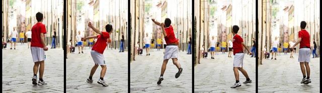 """The nacient game of """"balétta"""" in #Liguria    L'antico gioco della """"balétta"""" ligure!    Tratto da http://www.liguriainside.it/it/2012/05/09/non-e-un-paese-per-pianisti/"""