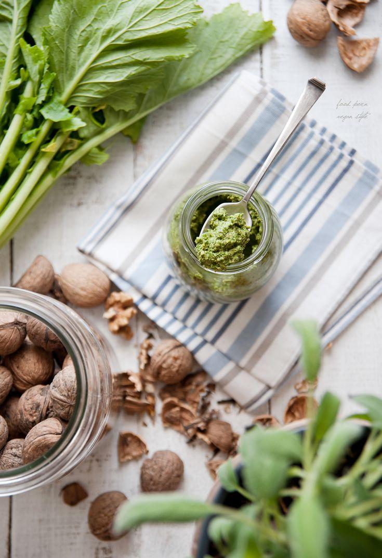 Turnip greens pesto with walnuts and sage (vegan, gluten-free) / Pesto z liści rzepy z orzechami włoskimi i szałwią