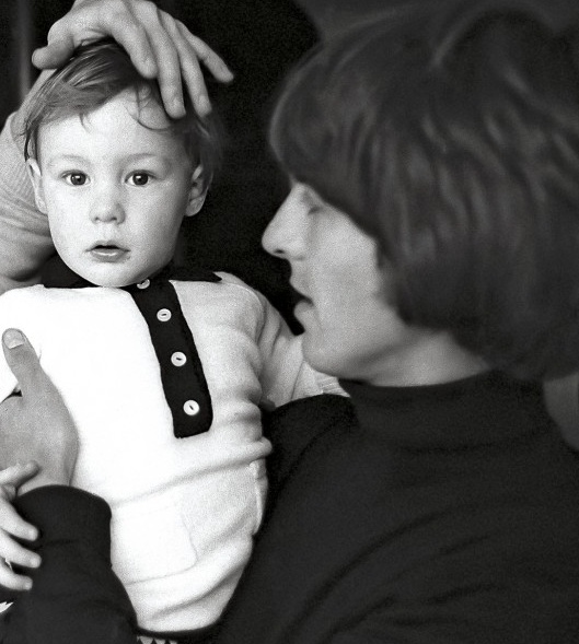 George Harrison with Julian Lennon SO CUTE!!!! <3