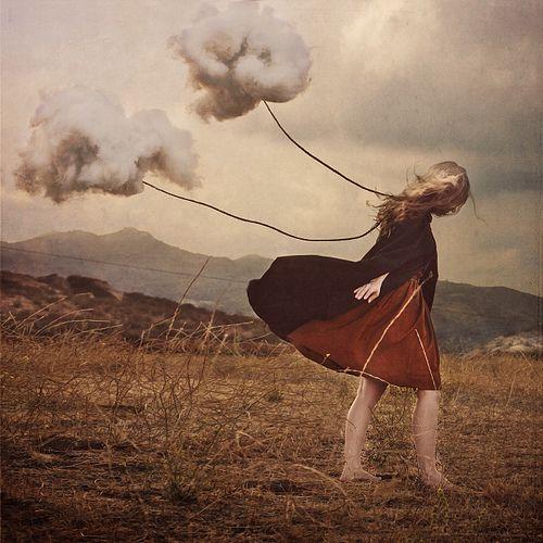 brooke-shaden-cloud-girl-loney-nature-Favim.com-363613.jpg (500×500)