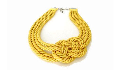 Шейное украшение из веревок